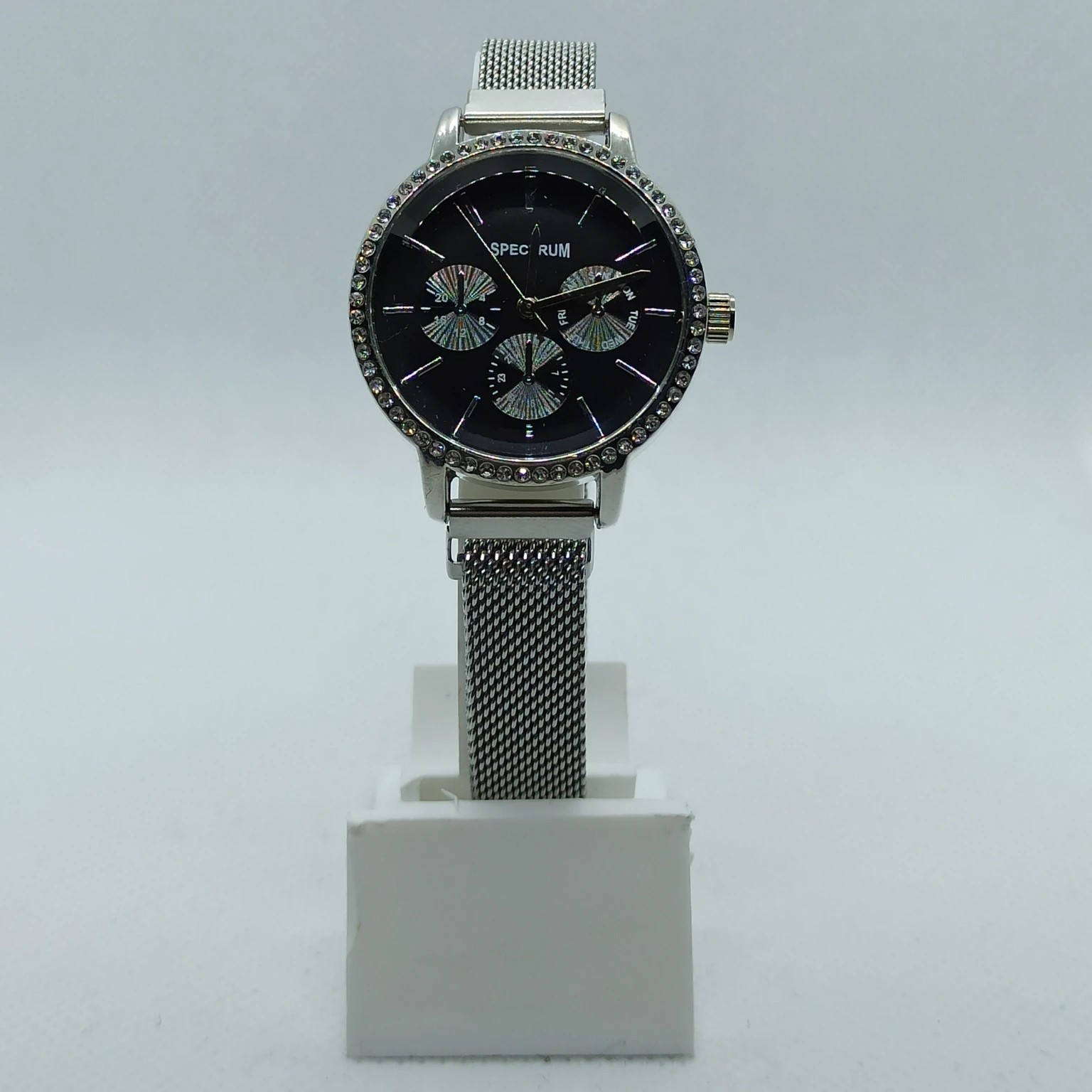Mıknatıs Kordonlu Taş Detaylı Kadın Saat